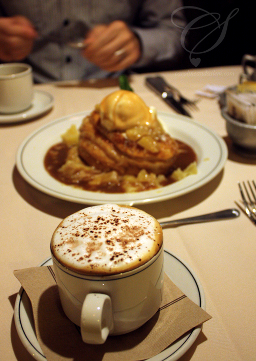 A nice, foamy cappuccino for me and our dessert... Mmmmmm.