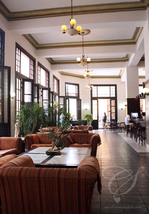 Fancy lobby! Très beau salon!