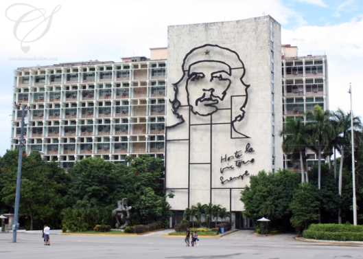 Che Guevara mural at Plaza de la Revolucion. La murale de Che Guevara à la Plaza de la Revolucion.