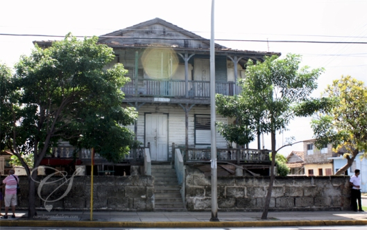 An old house in Varadero - people live here, they had plants on the porch!