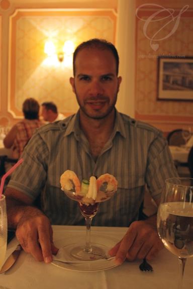 A huge shrimp cocktail. Des crevettes géantes!