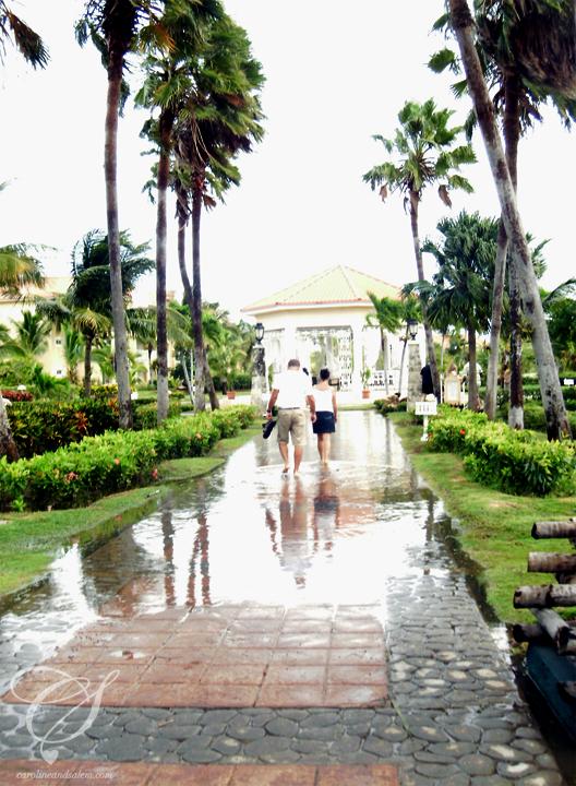 Flooding at the resort. Des innondations à l'hôtel.