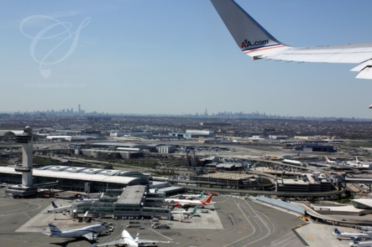 JFK airport - a mammoth of an airport!  L'aéroport JFK - une presque-ville.