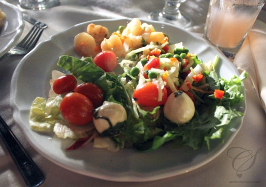 One of my plates of salad. Une de mes assietées de salade.