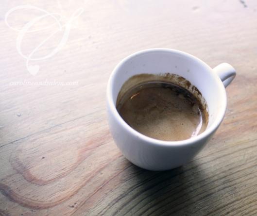 Double-espresso that will knock your socks off! Un double-espresso qui fesse en 'ti pépère!