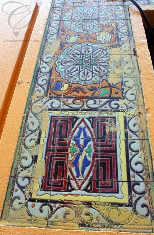 Can you even find tiling like this anymore? Est-il possible de trouver des tuiles de ce genre de nos jours?
