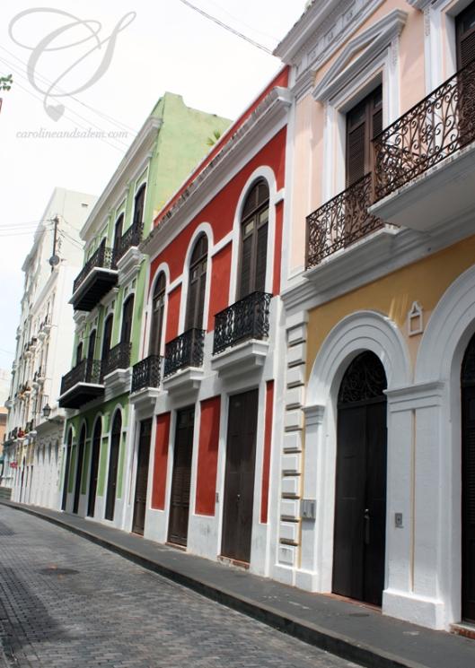 An example of colour used to highlight architectural detail. Comment utiliser la couleur pour mettre en valeur l'architecture.