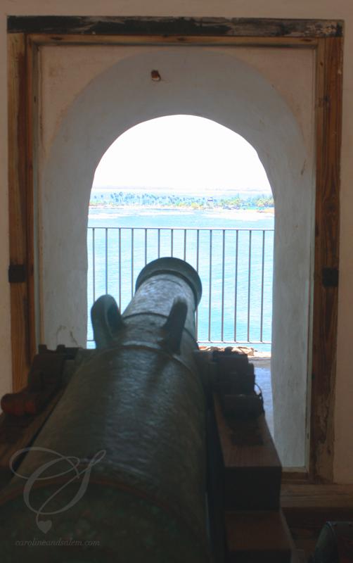 Canon aimed at the beach? Un cannon qui vise la plage?