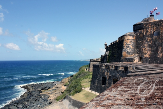 The fortress walls, coast and the ocean to the east. les murs de la forteresse, la côte et l'océan vers l'est.