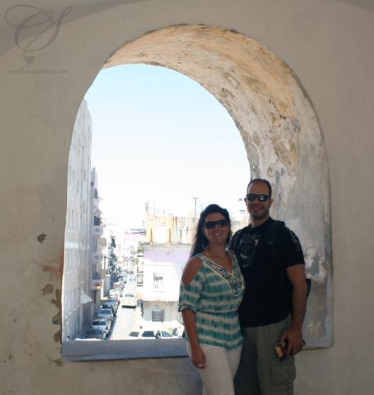 C&S posing inside the castillo. Below if the way to El Morro. C&S font une pose dans le castillo. An arrière-plan; le chemin pour se rendre à El Morro.