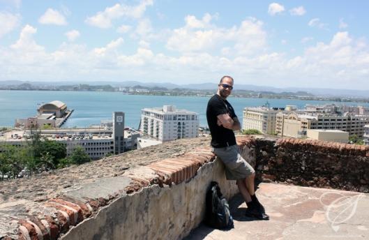 Salem, Old San Juan and the port below. Salem, le vieux San Juan et le port en arrière-plan.