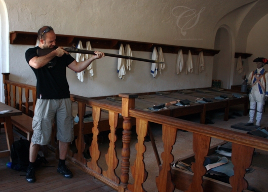 Thankfully, the musket isn't loaded. Dieu merci, le musquet n'a pas de balles!