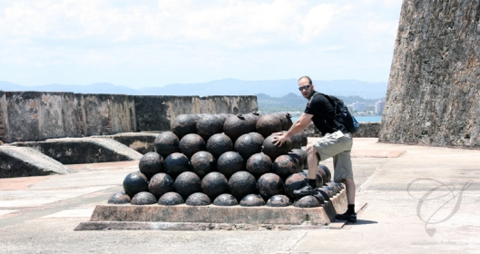 Cannon balls - I can't imagine the weight of these. Des balles de cannon. Je ne peux m'imaginer du poids de celles-ci.