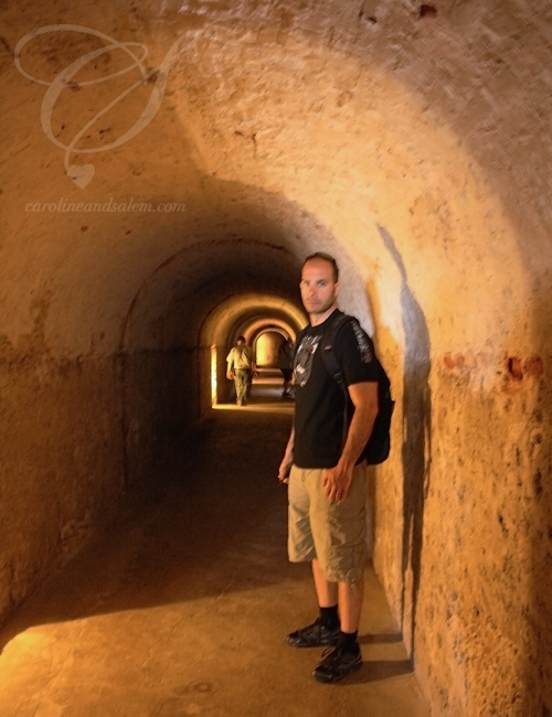 Tunnels inside the fortress. Les tunnels de la forteresse.