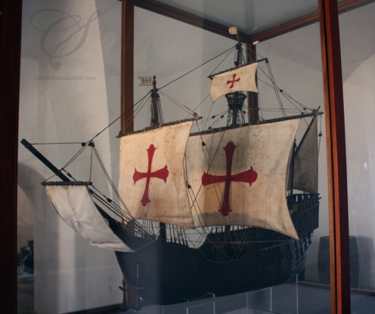 A Spanish boat. Un navire espagnol.