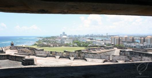 View from a WWII lookout, towards the east. La vue à partir d'un poste de guet datant de la 2e guerre mondiale. Vue vers l'est.