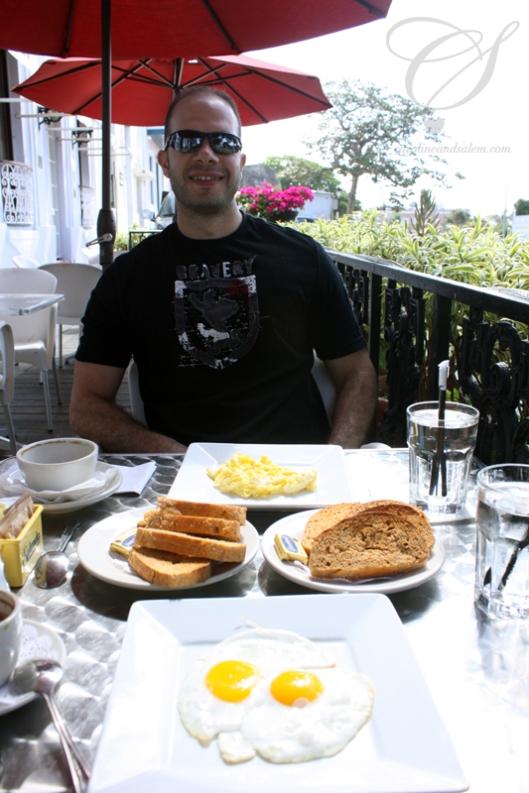 Breakfast is served! Le déjeuner est servi!